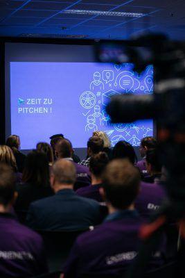 Eventreportage Präsentation Spark 2018 - Eventdokumentation - Foto & Video - Videoproduktion im Kölner Stadion